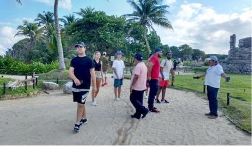Justin Bieber visitando los restos arqueológicos de Tulum México