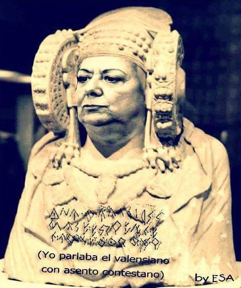 Rita Barberá vestida de Dama de Elche hablando valenciano contestano