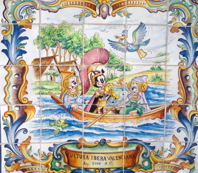 Panel cerámico de azulejos de Manises con escena de cultura ibera valenciana
