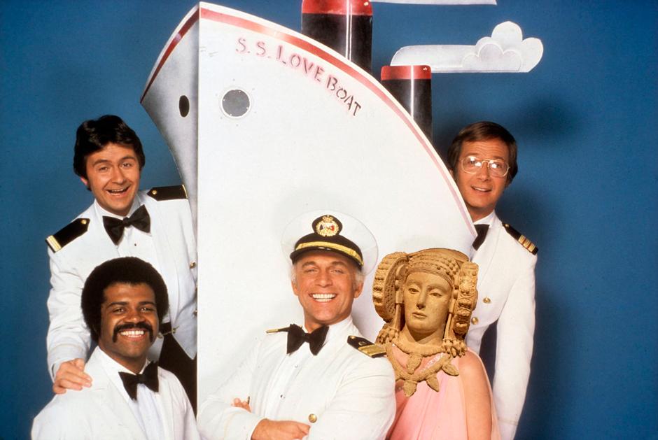 La Dama de Elche y los miembros de Vacaciones en el Mar a bordo del crucero de Iberocruceros