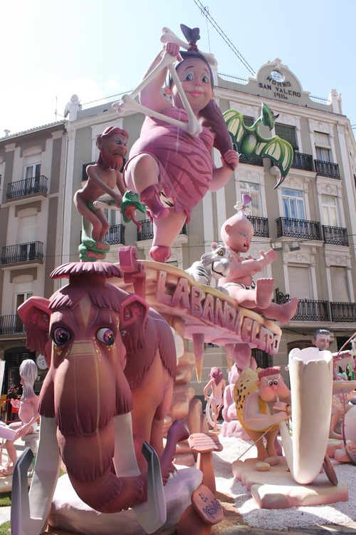 Falla Doctor Serrano-Carlos Cervera-Clero Valencia 2015 inspirada en la Prehistoria de los Picapiedra