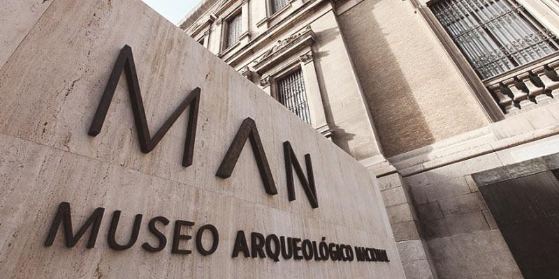Entrada del Museo Arqueológico Nacional de Madrid