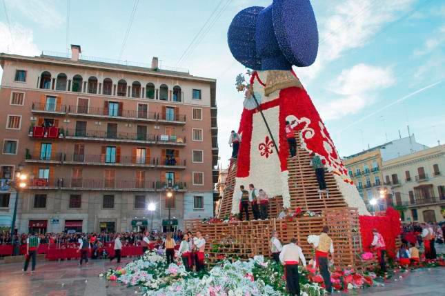 La Virgen de los Desamparados de Valencia con cabeza de Dama Ibera de Manolo Valdés