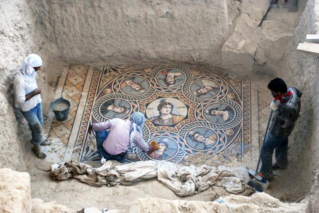 Descubrimiento de uno de los mosaicos romanos de Zeugma en Turquía