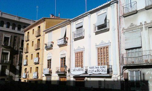 Calle Salvador Valencia protesta vecinos pancartas por abandono restos arqueológicos romanos