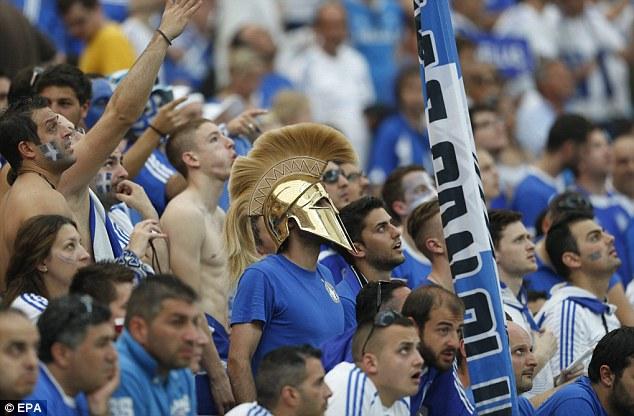 Aficionado griego Grecia futbol disfrazado hoplita espartano mundial