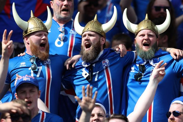 Aficionados Islandia islandeses futbol disfraz vikingos Mundial